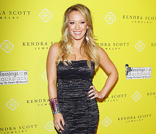 Hilary Duff's pregnancy conflicts with film schedule