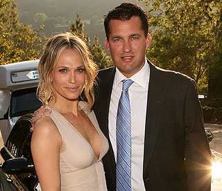 Actress Molly Sims marries in intimate ceremony