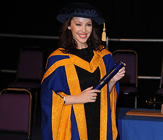 'Dad will be proud': honorary degree for Kylie Minogue