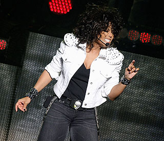 Janet Jackson reschedules Oz tour and heads home