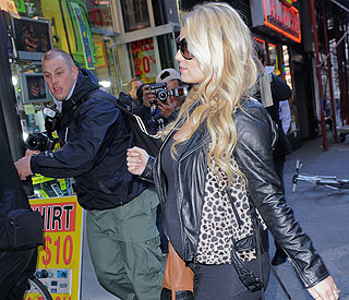 Jessica Simpson keeps pregnancy rumours under wraps