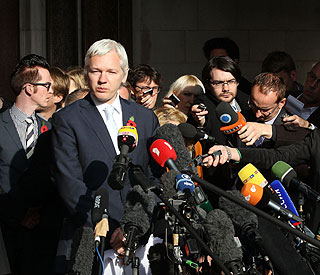 Wikileaks' Julian Assange loses extradition appeal