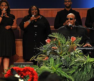 Stars pay tribute to Etta James at funeral