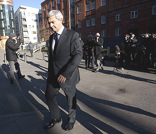 UK minister Chris Huhne resigns over driving charge