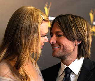 Keith Urban in good voice after throat op