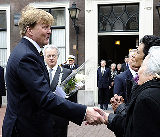 Willem-Alexander steps in for distraught Queen Beatrix