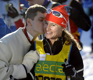 A kiss for Pippa as she owns the slopes