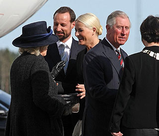 Sunny welcome for Charles and Camilla in Norway