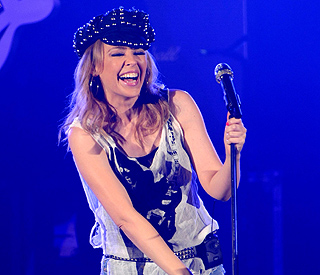 Kylie Minogue has lyric blip at London concert