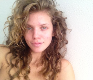 '90210's Annalynne McCord posts make-up free snap