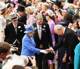 Queen kicks off Jubilee celebrations at Epsom Derby