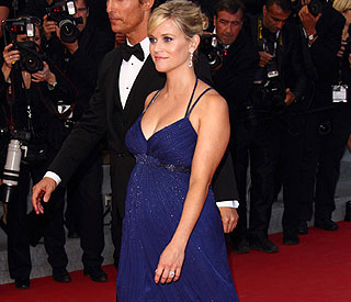 Pregnant Reese Witherspoon 'feeling very round'