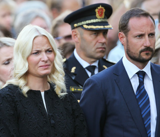 Mette-Marit in tears at Norway massacre service