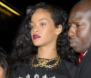 Rihanna's angry tweets following train 'mobbing'
