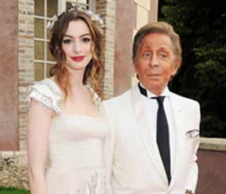 Anne Hathaway to wed in unique Valentino creation
