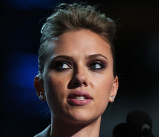 Scarlett Johansson splits from boyfriend