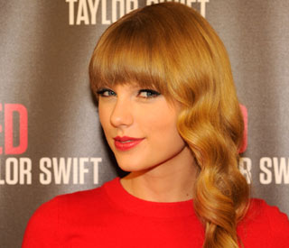 Taylor Swift to host Grammy nominations show