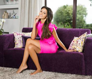 Michelle Keegan donates sofa to charity