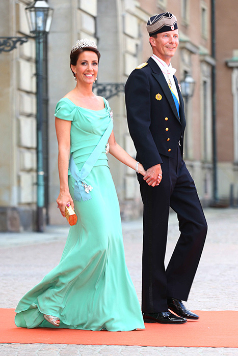Princess Madeleine and Crown Princess Victoria of Sweden lead the ...