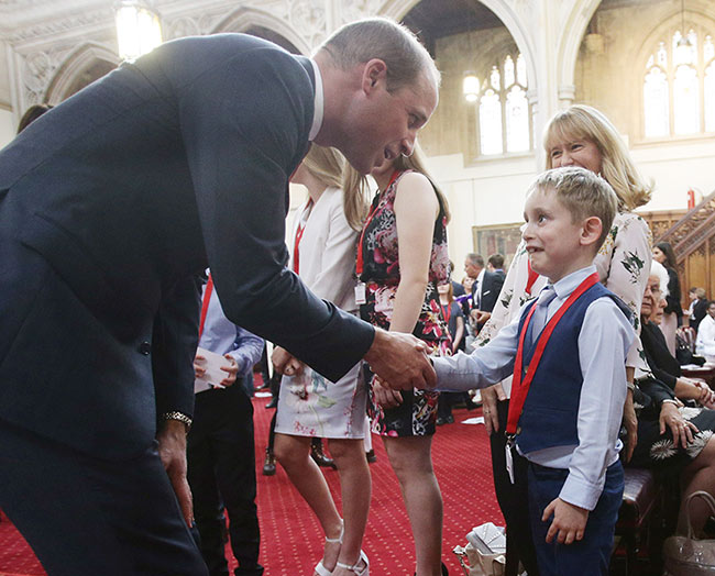 prince-william-shakes-hands-boy