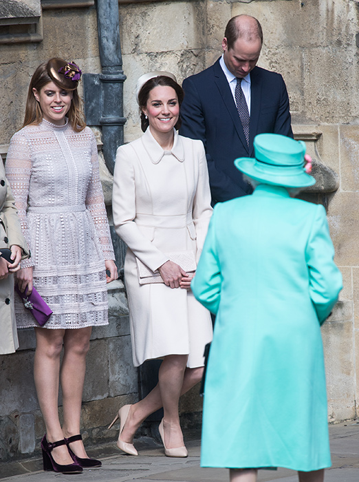 kate-middleton-curtseying-to-the-queen