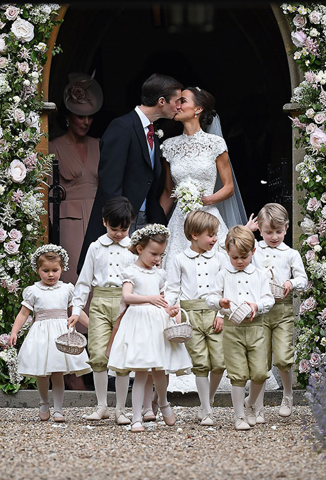 pippa-middleton-wedding-kiss