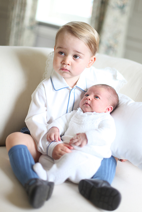 prince-george-holding-princess-charlotte-baby