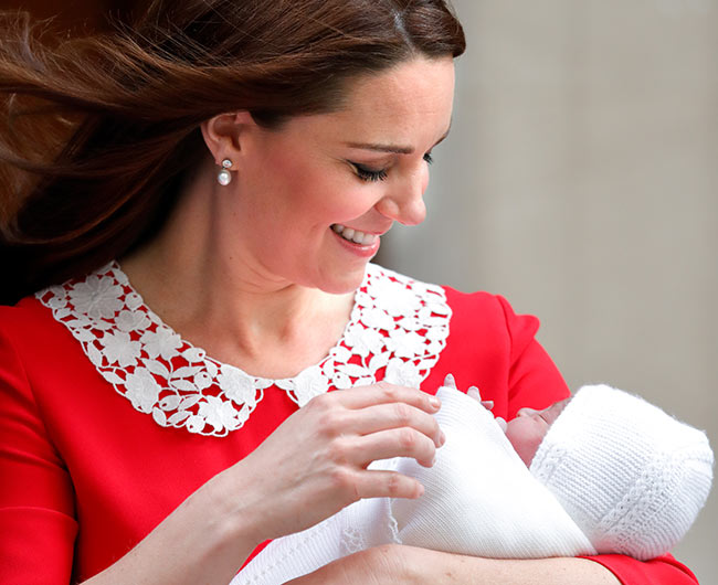 kate middleton and prince louis at the lindo wing