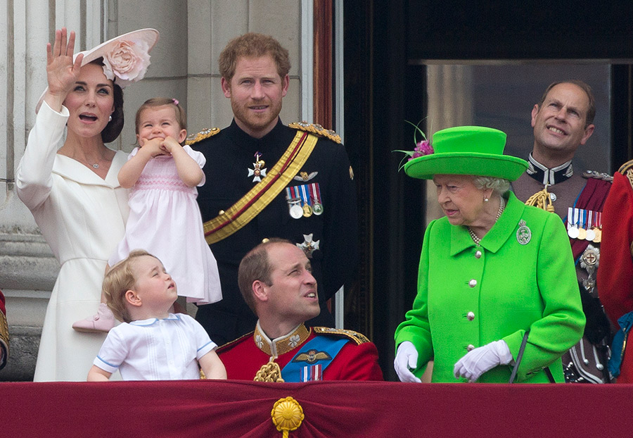 prince-william-crouches-down-to-george-at-trooping-the-colour