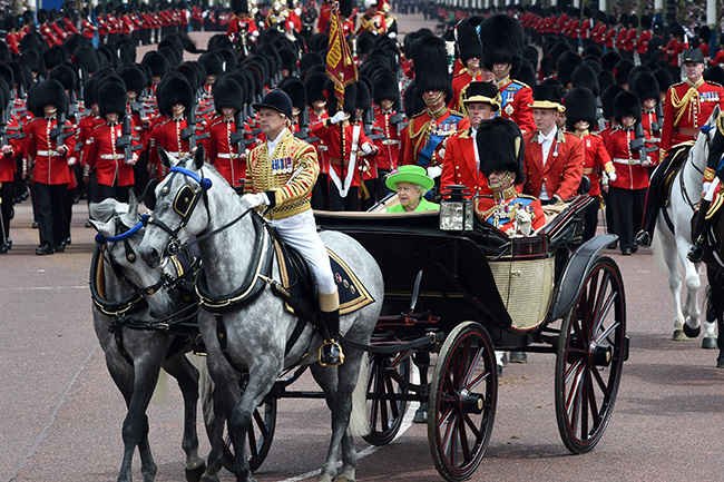 trooping-the-colour-the-queen