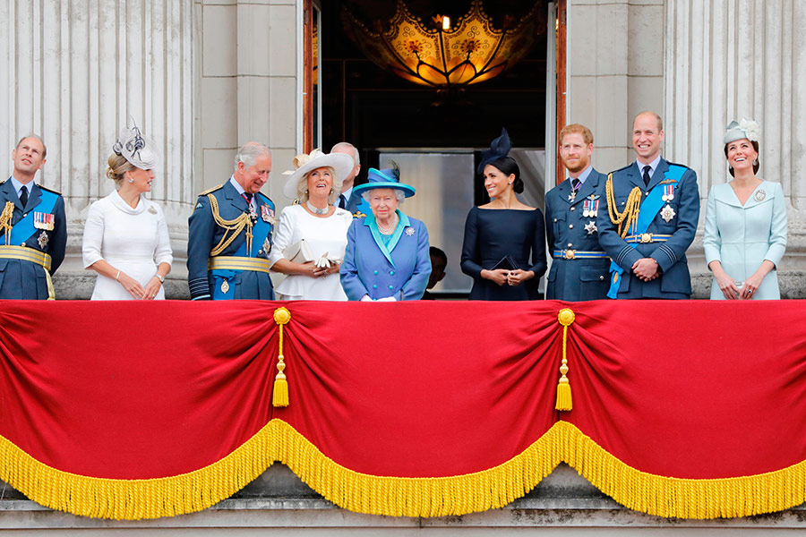 queen-meghan-balcony