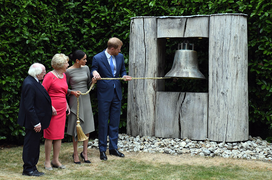 Harry and Meghan ring the bell
