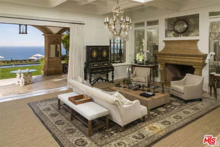 beyonce living room see the luxury malibu mansion where beyonc 233 and z are 10658