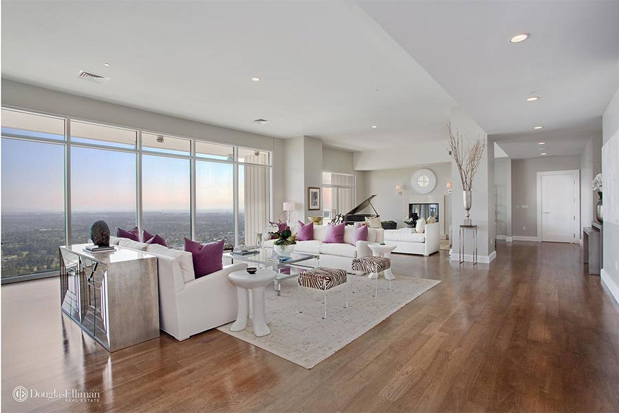 penthouse living rooms matthew perry buys amazing new 163 15m los angeles penthouse 11522