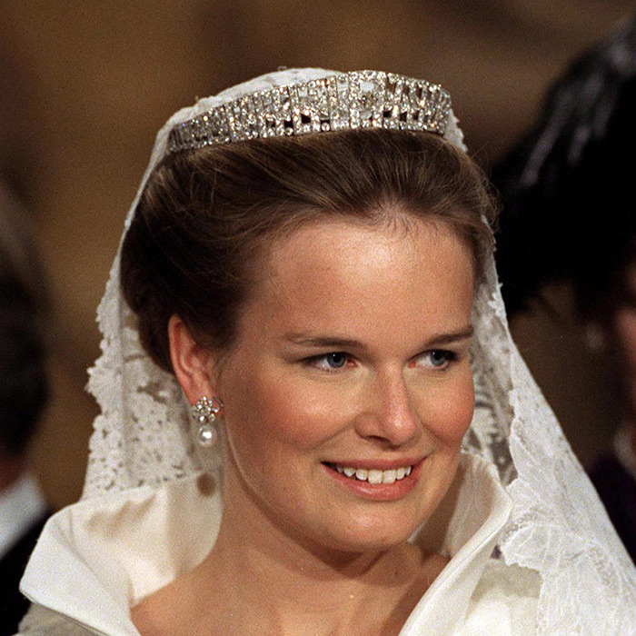 Belgium's Queen Mathilde, then marrying into a princess title, wore a tiara created by London-based jewelers Hennell & Sons on her wedding day. The Laurel Wreath piece features 631 diamonds and can be adapted into a necklace. Belgium's nobility gifted Mathilde with the beautiful headpiece in honour of her wedding to Prince Philippe.