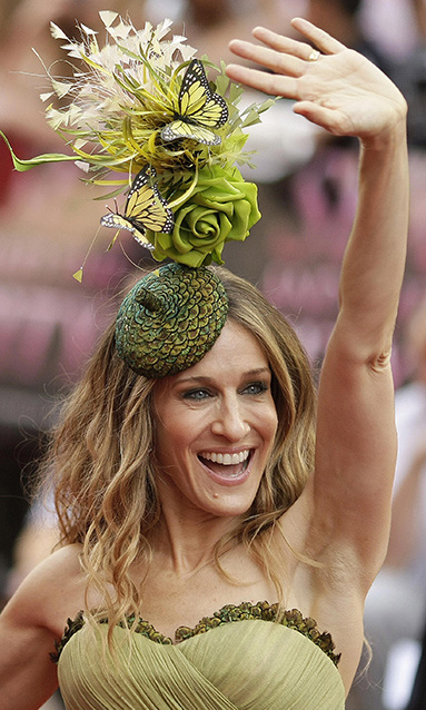 Fashion Icon Sarah Jessica Parker wowed the crowd at the London premier of Sex and the City in 2009, in an incredible green design by Treacy. The hat stood tall and boasted a plethora of green roses and a smattering of butterfly detail. Carrie Bradshaw would be impressed…