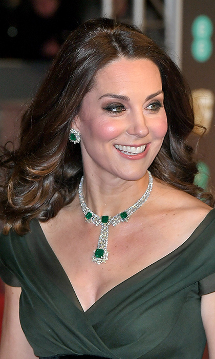 kate middleton pulls off a genius jewelry hack with her