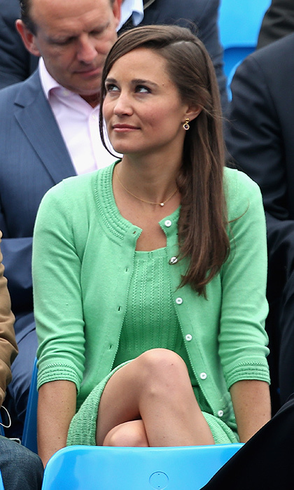 Color us green with envy! The style icon looked perfectly pulled together in this green sweater and dress combo, which she accessorized with dainty gold jewelry.
