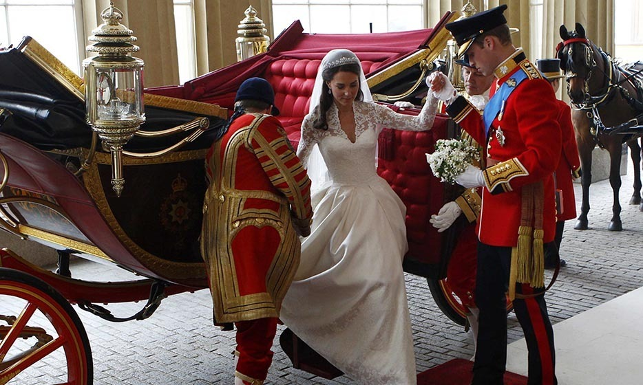 Like a true prince, William lovingly helped his new bride out of the carriage.