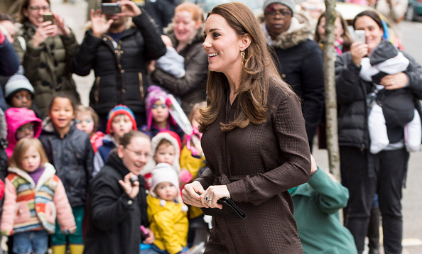 26ce2baf6a A glowing Kate Middleton meets foster caregivers and children