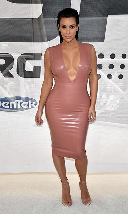 Pregnant kim kardashian wows in latex at nashville event Style me pink fashion show