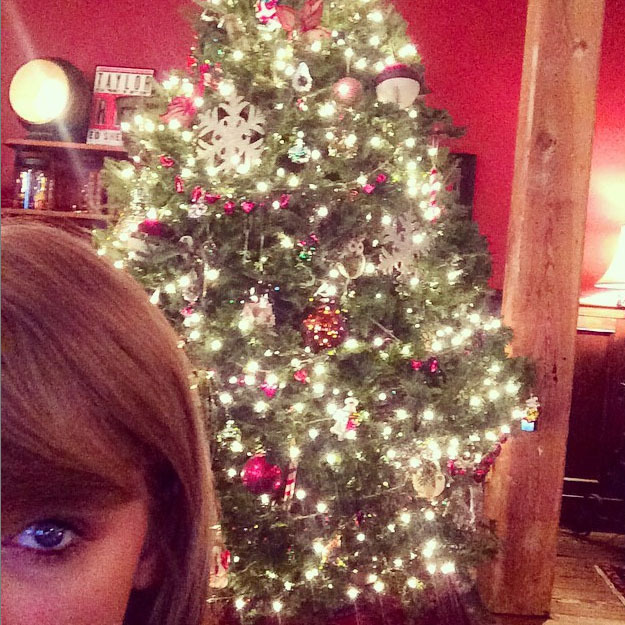 #Swiftmas: Taylor purchased, wrapped and gifted many fans with personalized Christmas gifts over the holiday, to show her appreciation. 