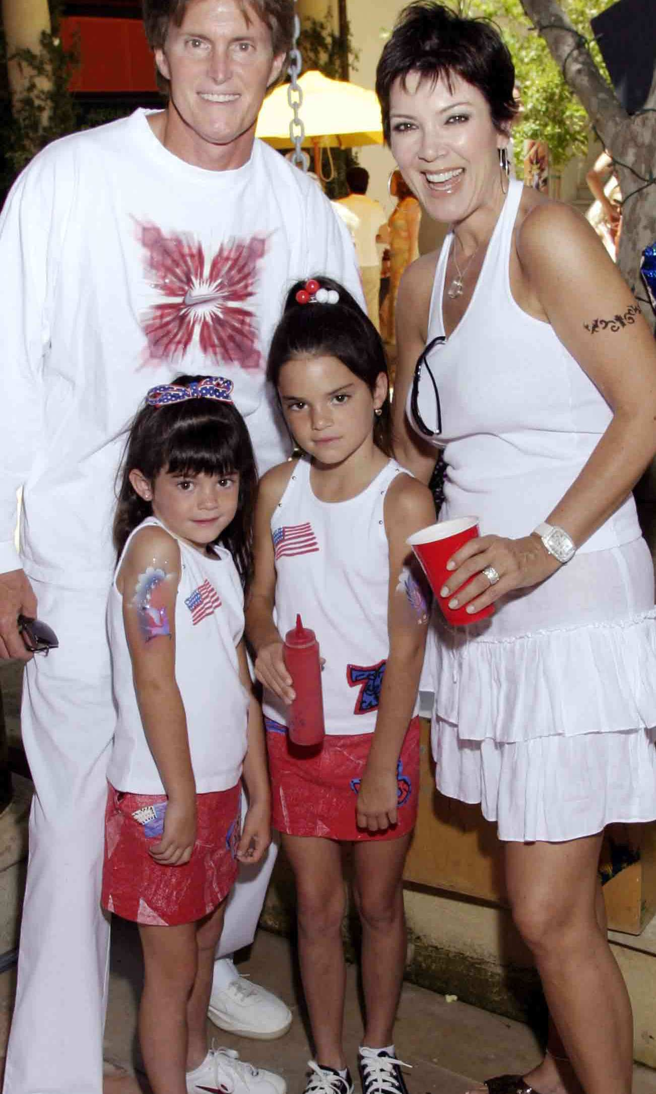 In 2003, Kylie accompanied her parents and her sister to a birthday party. 