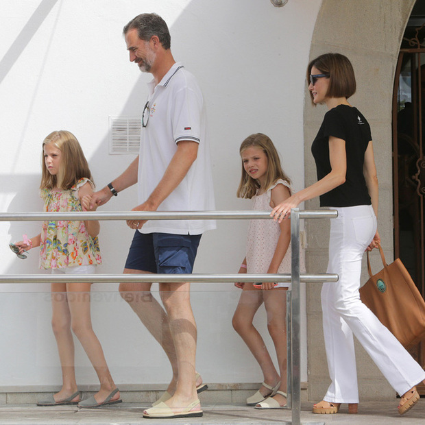 King Felipe of Spain and daughters Sofia and Leonor wear ...