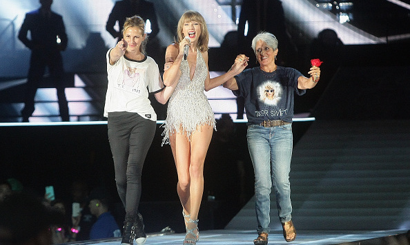 These stars are hot, hot, hot! See where your favorites have been seen this week starting with Taylor Swift...