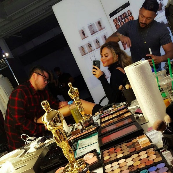 Chrissy Teigen relied on Allan Avendaño to do her makeup while David Lopez took care of her hair for a shoot with XOXO.