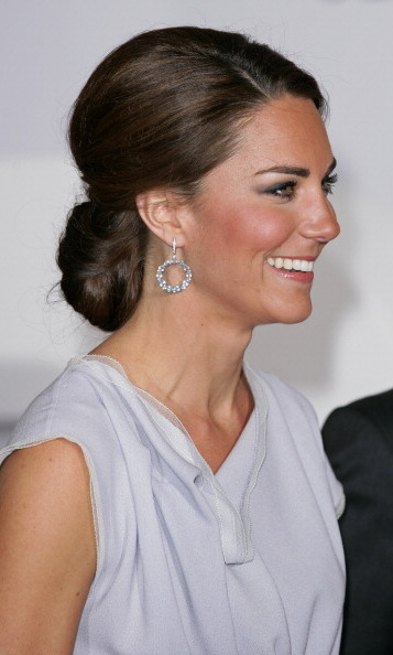 Kate wowed in a pair of blue topaz-and-diamond hoops by one of her go-to jewelry designers – Kiki McDonough – for a gala at the Royal Academy of Arts in 2012.