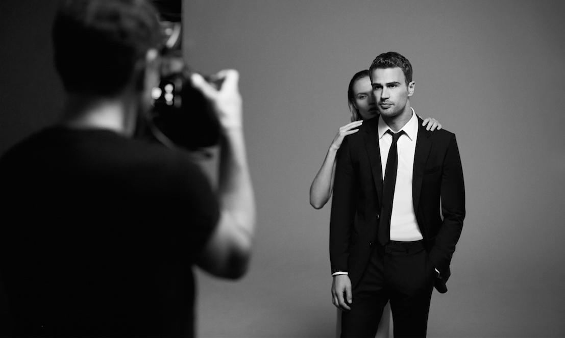 abbastanza Theo James on his steamy ad for Hugo Boss: 'There's a darker side  HG57