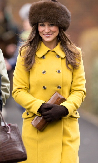 She looks great in yellow. The cold didn't stop Pippa from coming out or standing out at The Cheltenham Festival.