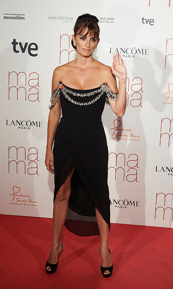 September 9: Penelope Cruz waved to the crowd at the Madrid premiere of 'Ma Ma.' 